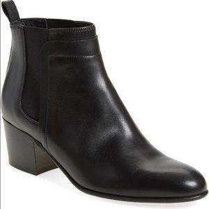 Black Vince Hallie Leather Chelsea Ankle Boots